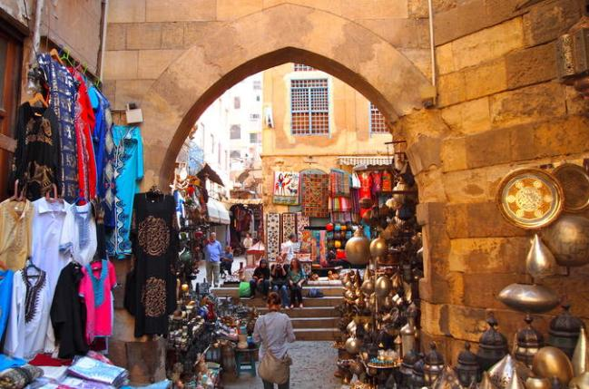 islamic-cairo-al-muizz-street-al-azhar-mosque-and-khan-el-khalili-in-giza-399384